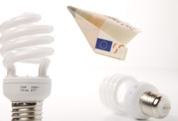 水銀灯の省エネ化「LED vs 無電極ランプ」